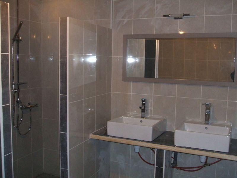 Renovation de salle de bain et cuisine dans une maison de for Salle de bain saint etienne